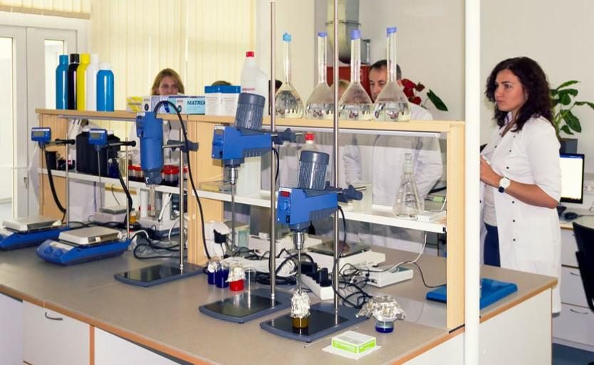 IQdemy-laboratory_068e9c04324d1a355f9387d3156c5193.jpg